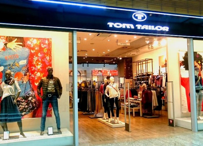 Zákazník si môže vybrať v pokojnej a príjemnej atmosfére a k dispozícii má  vždy profesionálny tím predavačiek. Predajňu Tom Tailor nájdete v Aupark  Shopping ... 0a65b1faeed